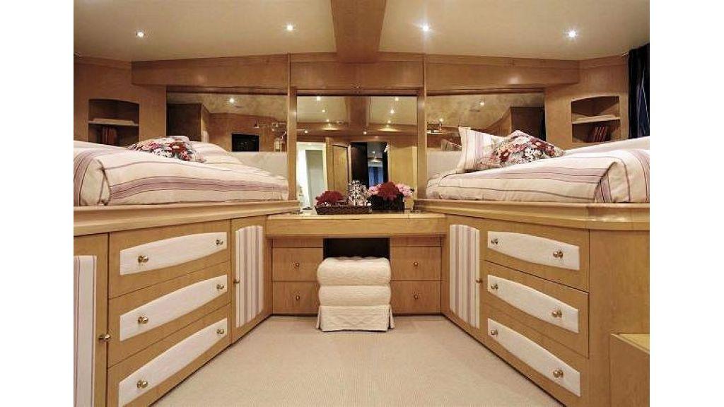 Sophisticated luxury yacht (33)