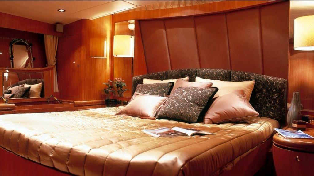 Mira Mare Luxury Motor Yacht (10)
