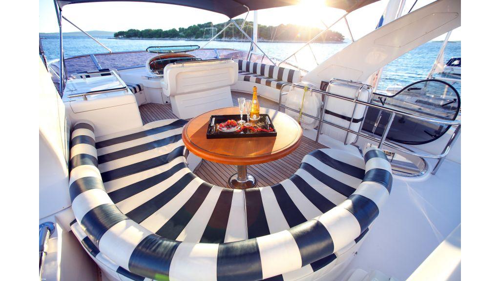 Mira Mare Luxury Motor Yacht-master.