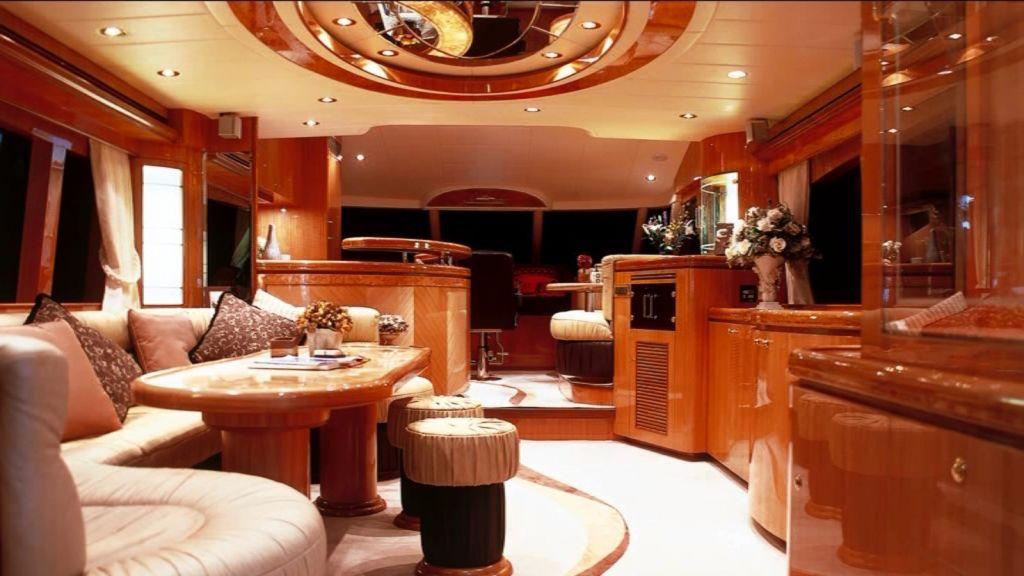 Mira Mare Luxury Motor Yacht-master