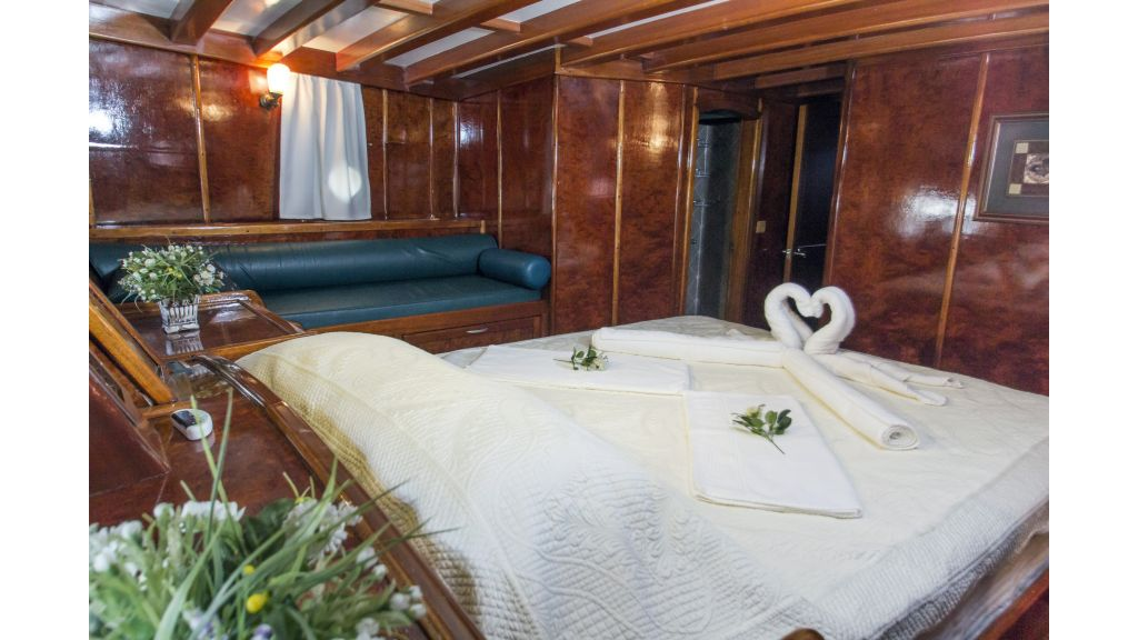 Peri 5 cabins gulet (2)