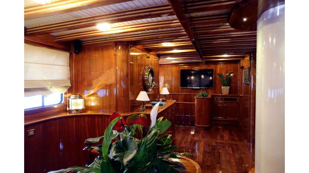 Queen Atlantis motor sailor (11)
