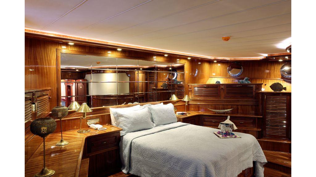 Queen Atlantis motor sailor (13)