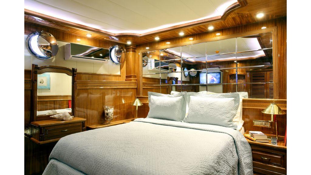 Queen Atlantis motor sailor (14)