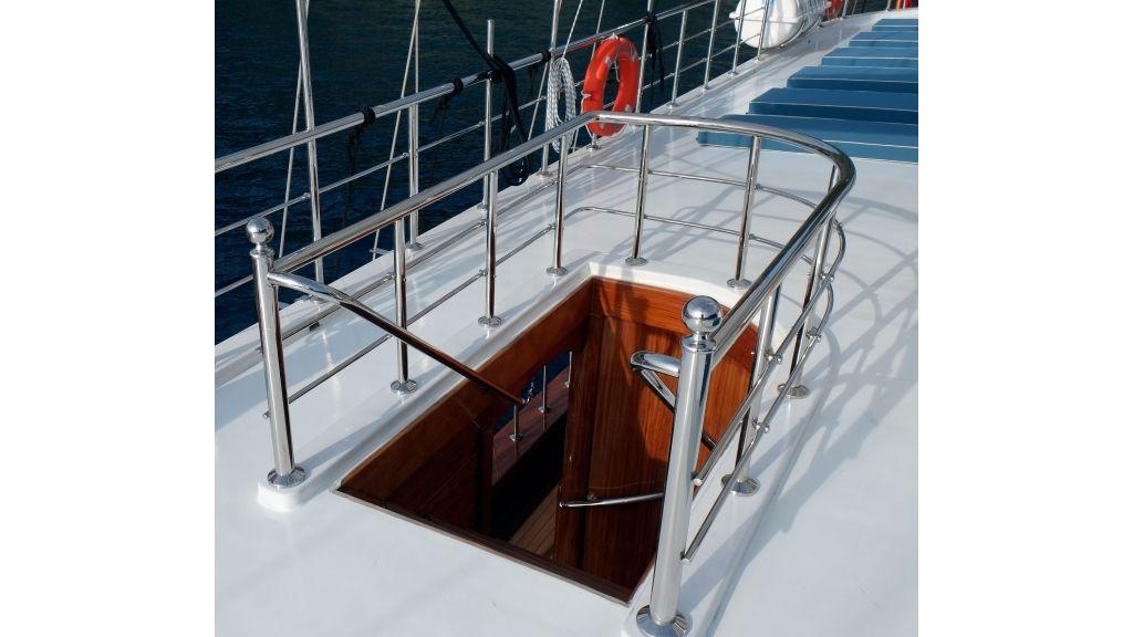 Queen Atlantis motor sailor (19)