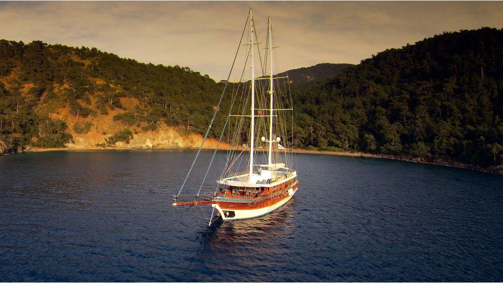 Queen Atlantis motor sailor (20)