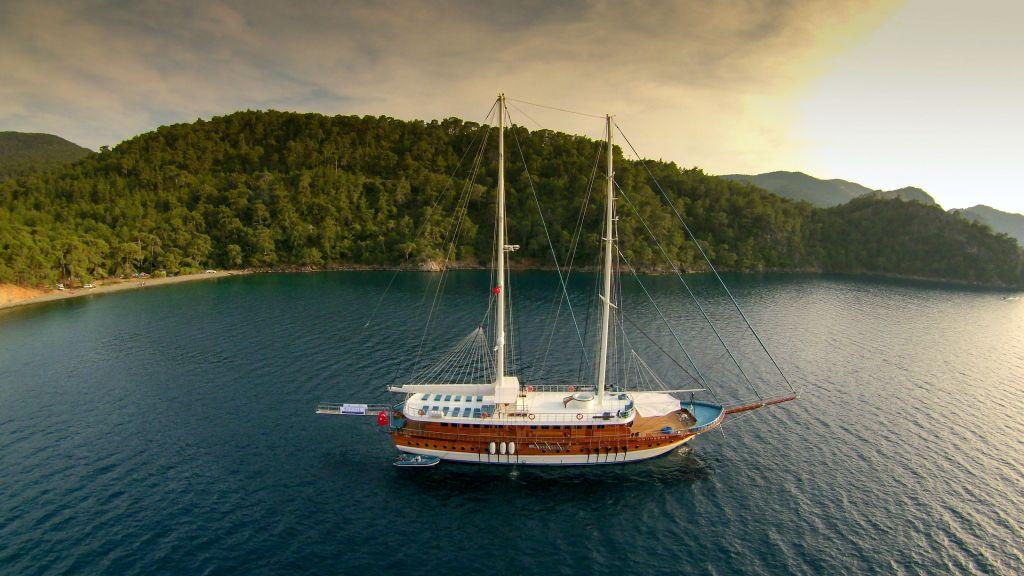 Queen Atlantis motor sailor (4)