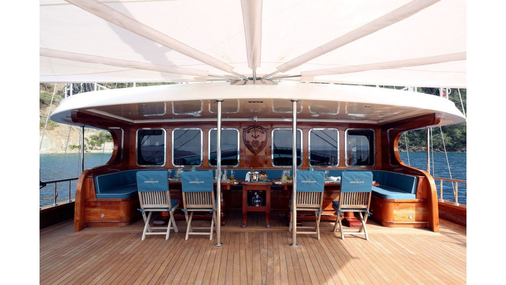 Queen Atlantis motor sailor (6)