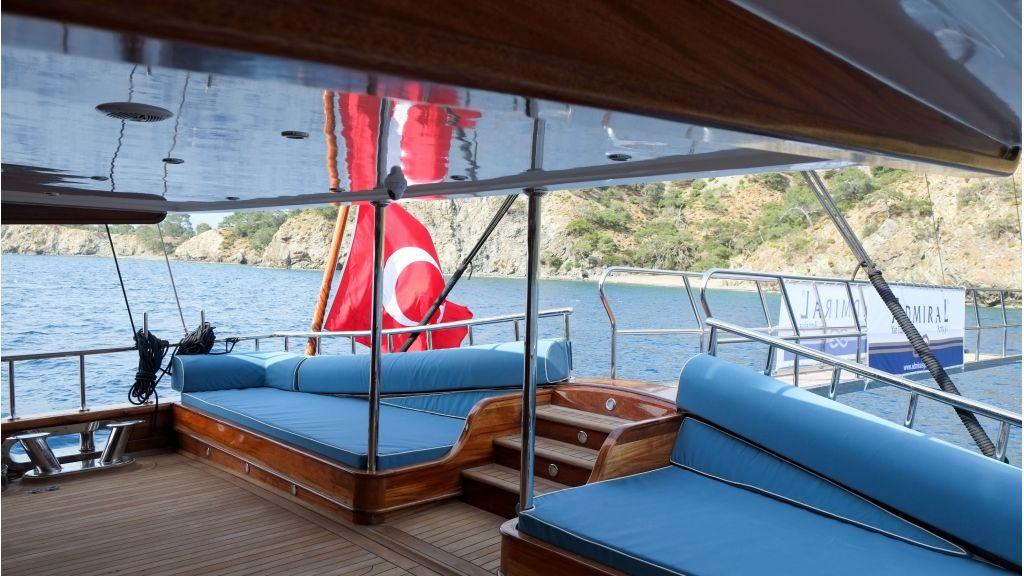 Queen Atlantis motor sailor (9)