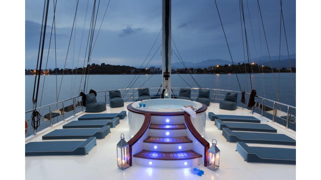 Queen Atlantis motor sailor master