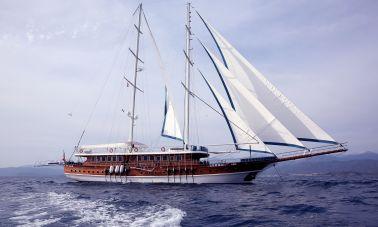 Queen Atlantis motor sailor-master