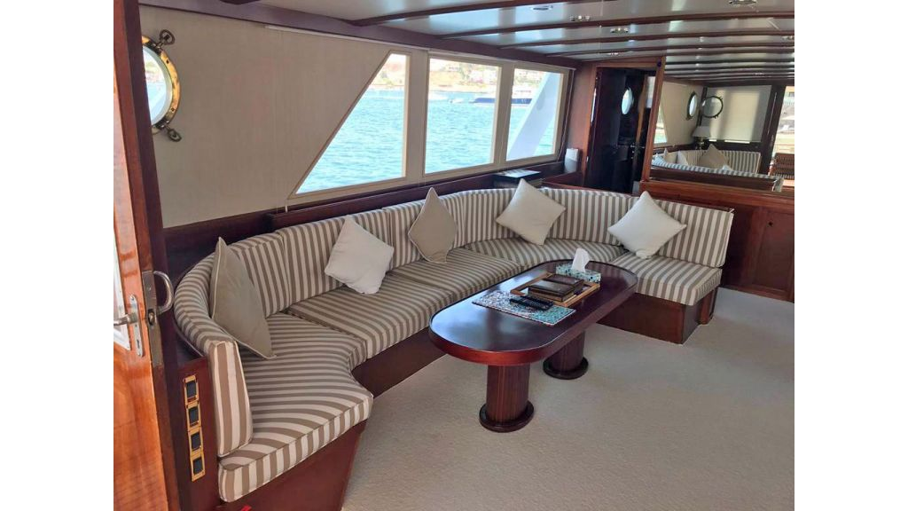 1975 custom build steel motor yacht (13)