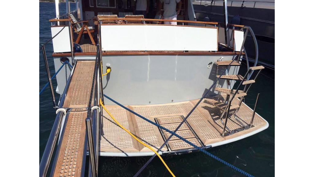 1975 custom build steel motor yacht (4).
