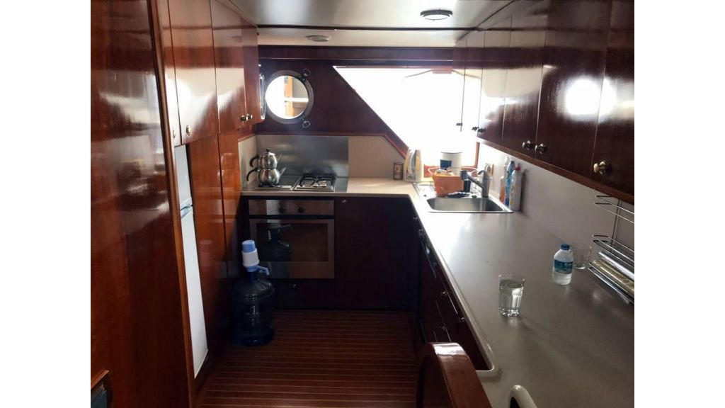 1975 custom build steel motor yacht (5)
