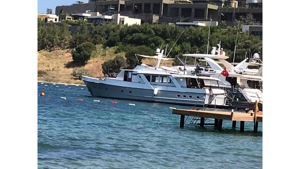 1975 custom build steel motor yacht (8)