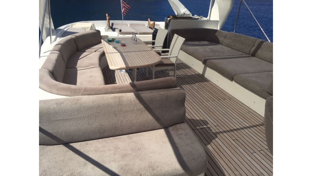 27m-custom-motor-yacht (1)