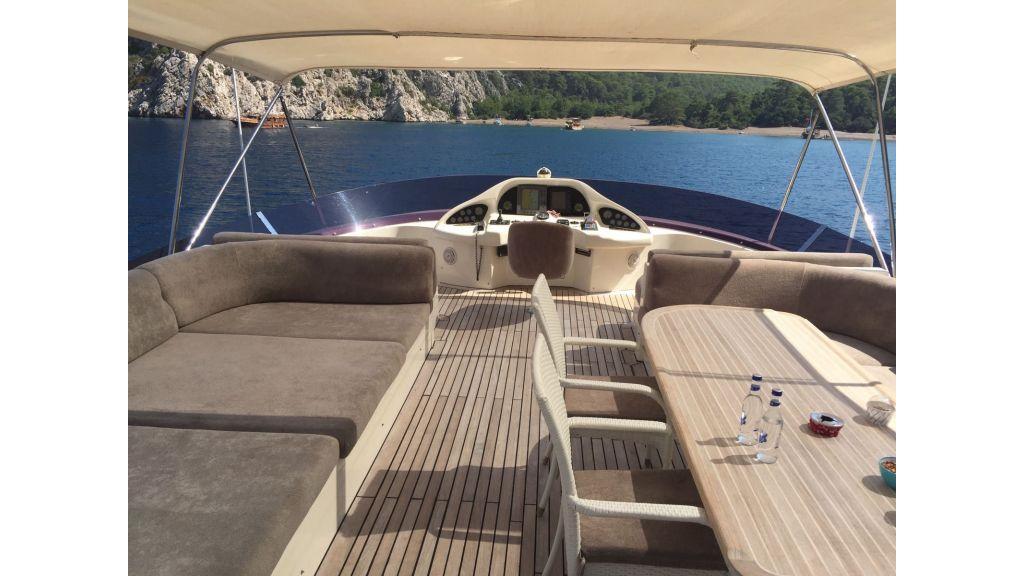27m-custom-motor-yacht (3)