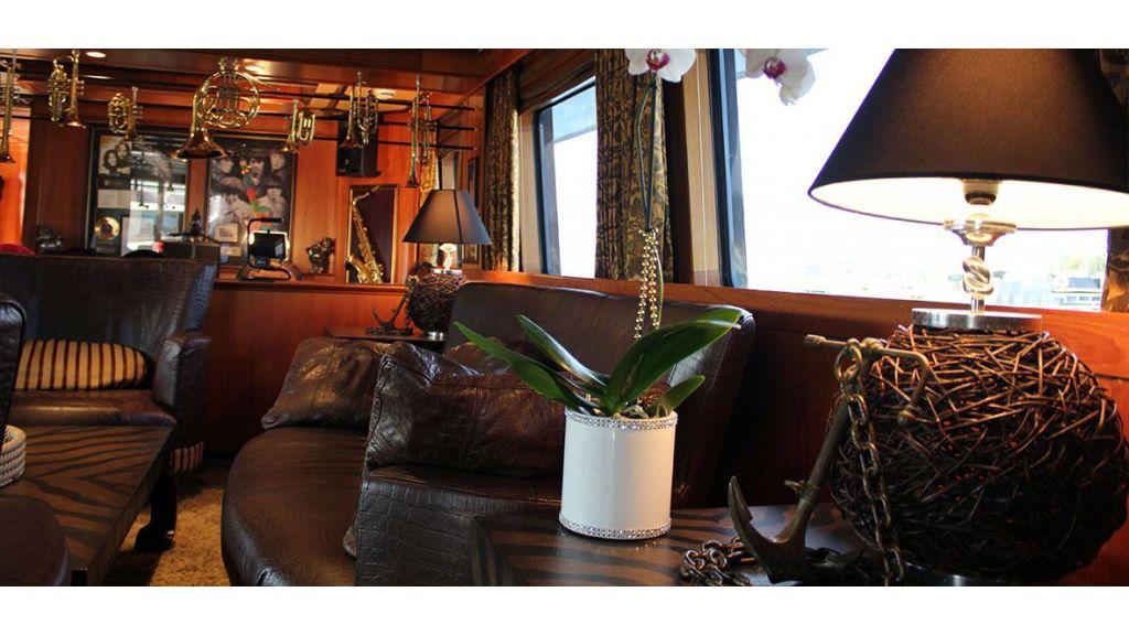 37  M Steel Motor Yacht (17)