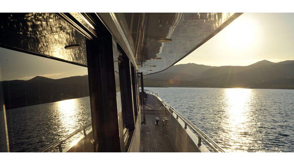 37  M Steel Motor Yacht (3)