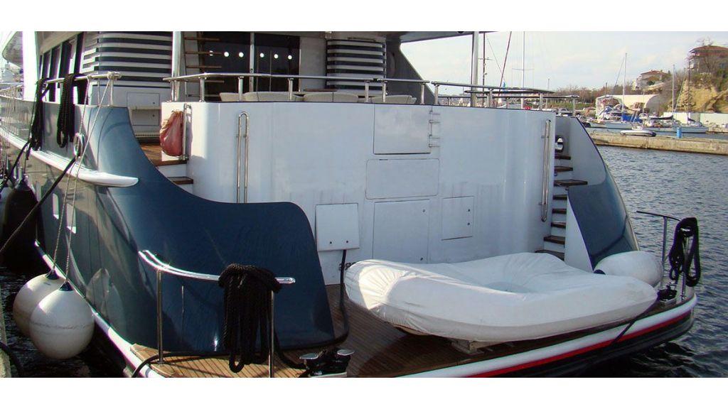 37  M Steel Motor Yacht (4)