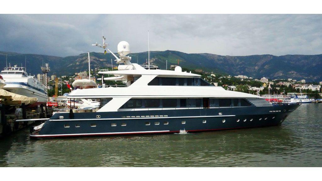 37  M Steel Motor Yacht master