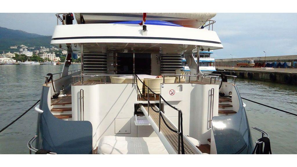 37  M Steel Motor-Yacht-master