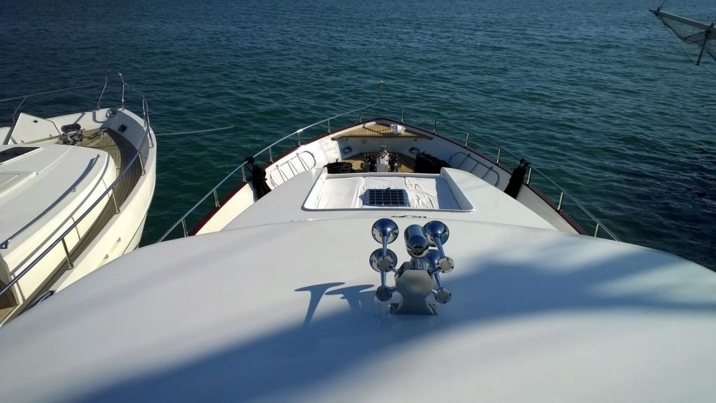 custom-built-motor-yacht (14)