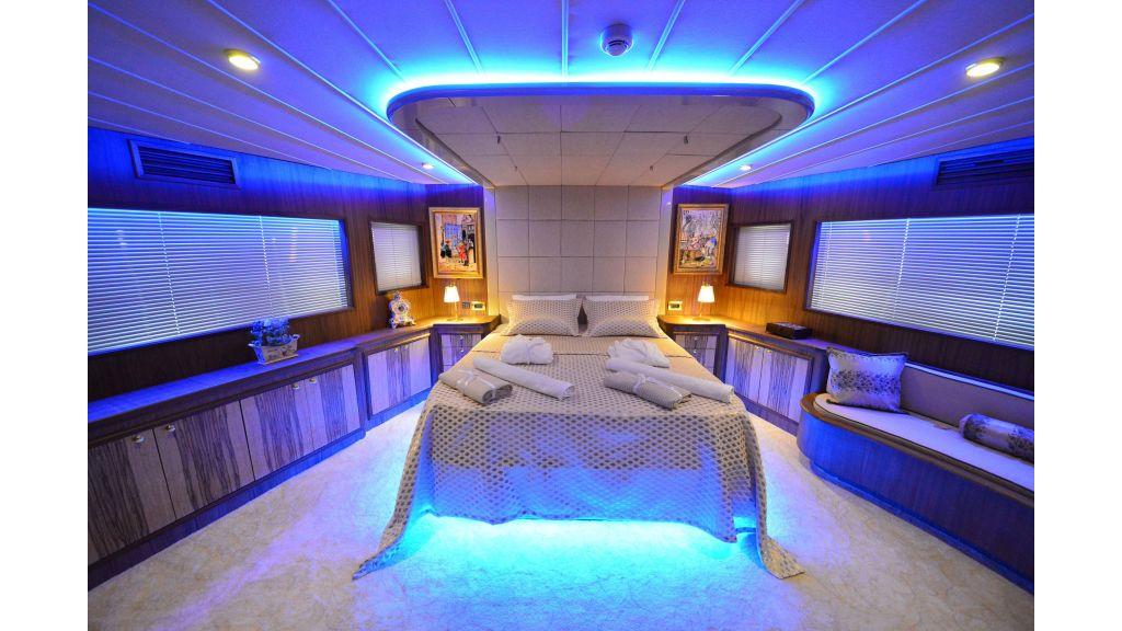 Custom Design Trawler 26 M For Sale (10)