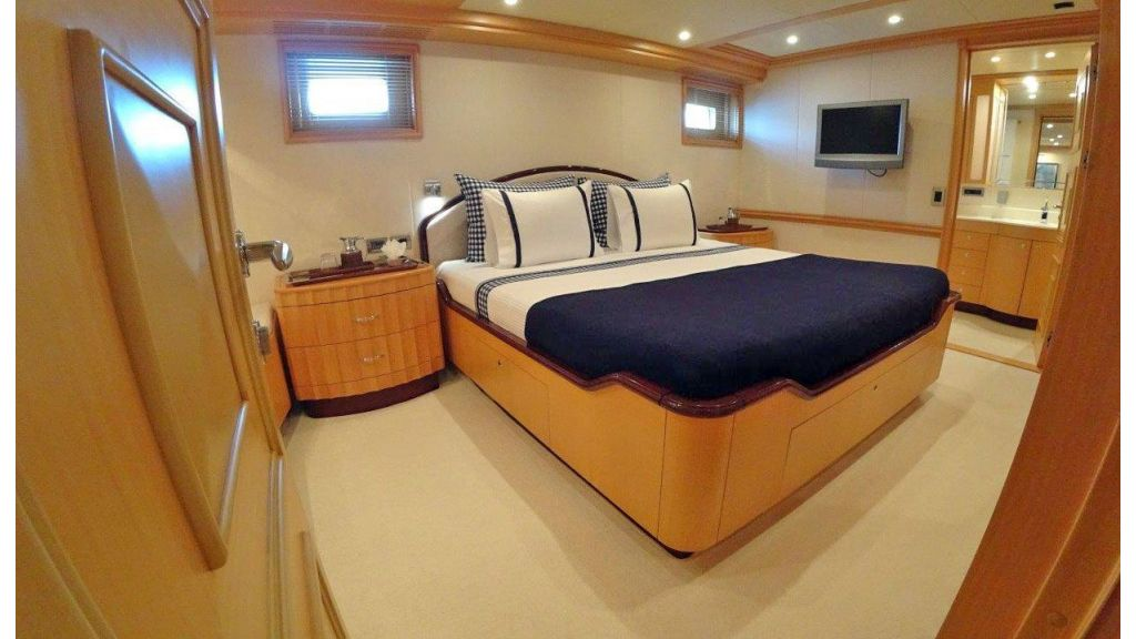 luxury-expedition-super-yacht (33)
