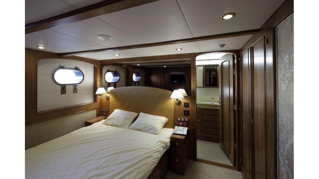 Ocean Explorer 33 m Motor Yacht (11)