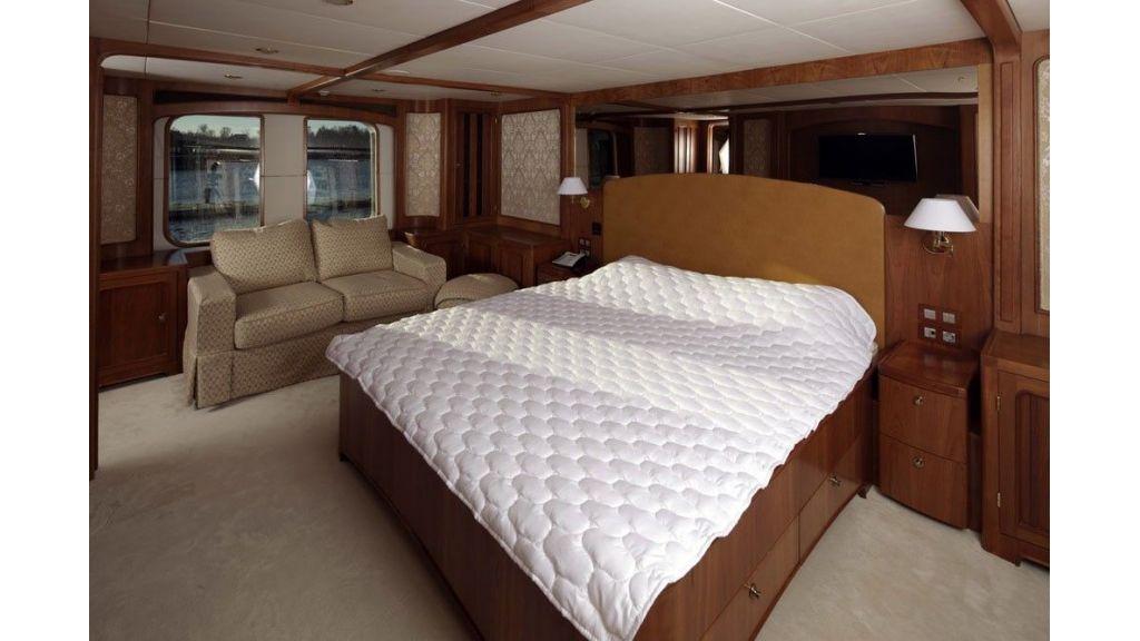 Ocean Explorer 33 m Motor Yacht (12)