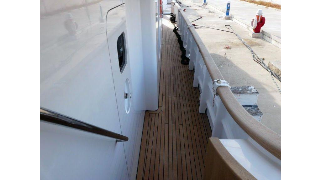 Ocean Explorer 33 m Motor Yacht (19)