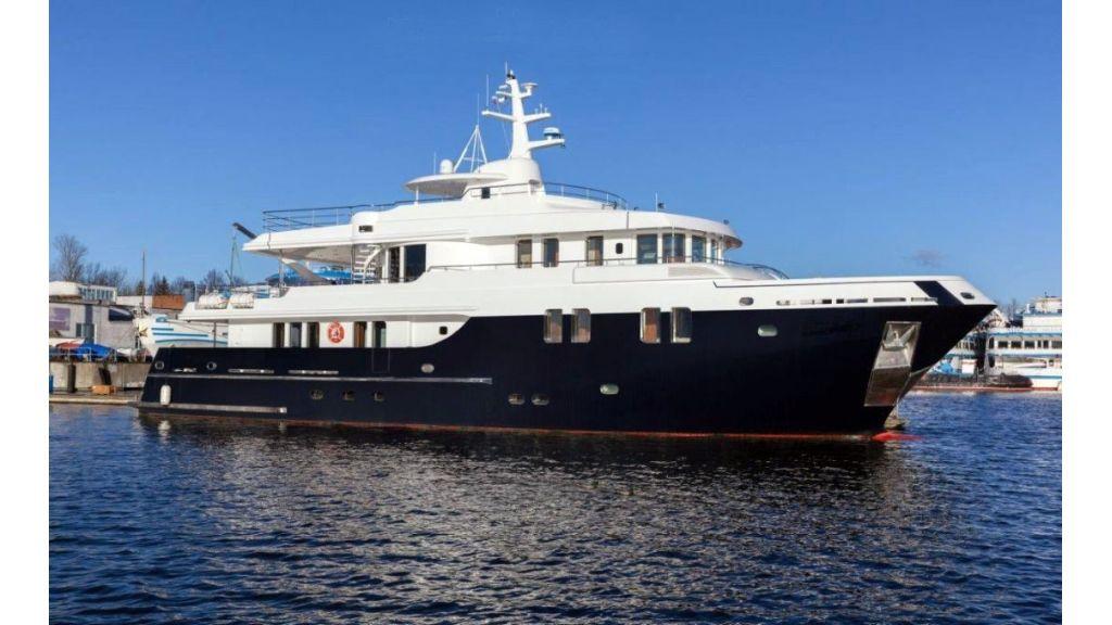 Ocean Explorer 33 m Motor Yacht (3)