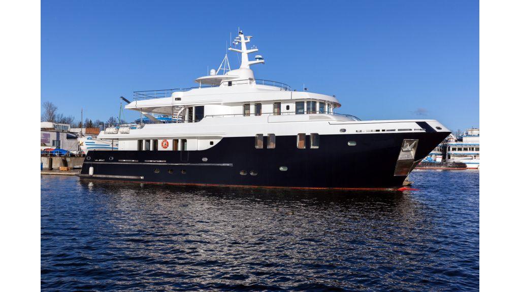 Ocean Explorer 33 m Motor Yacht master