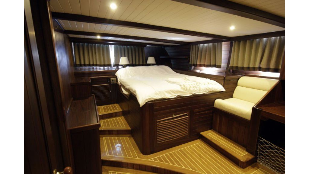 26-m-steel-motor-sailor-yacht (5)