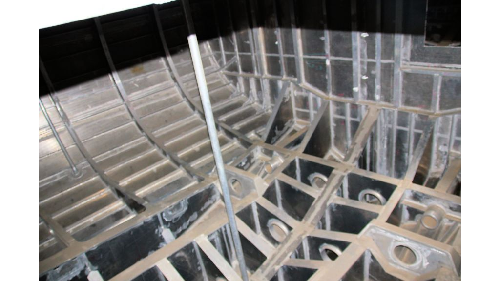 aluminium-hull-motorsailer-inner-1