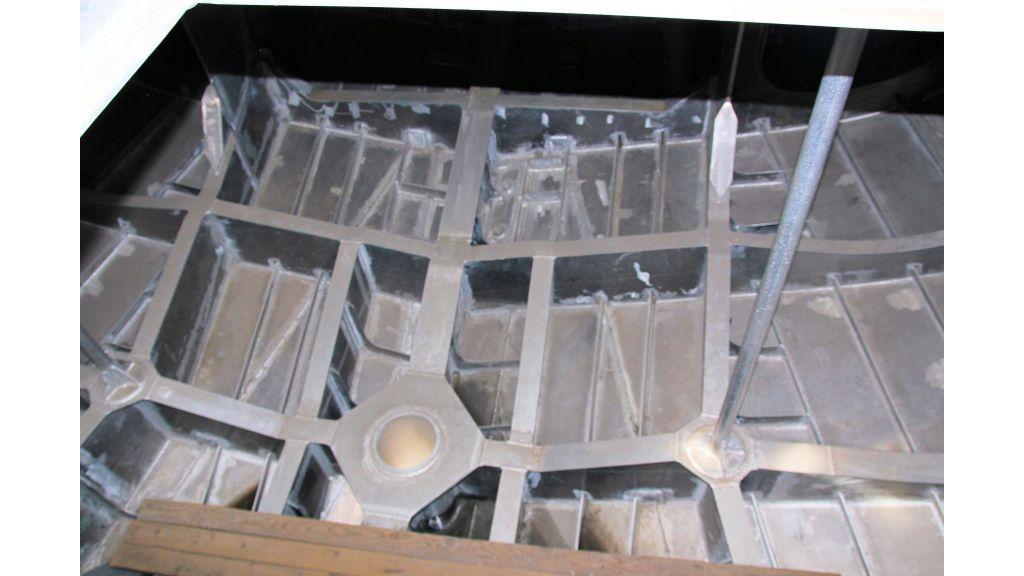 aluminium-hull-motorsailer-inner-17