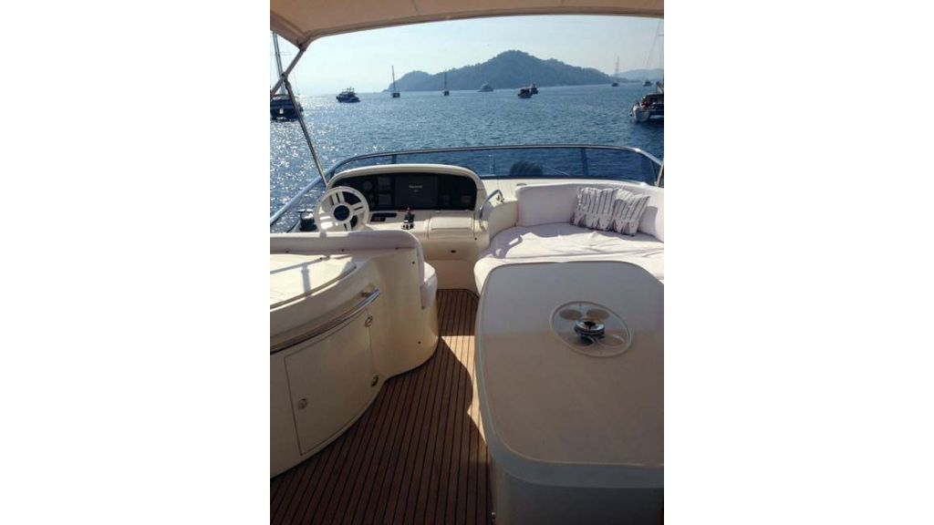 Azimut 62 motor yacht for sale  (20)