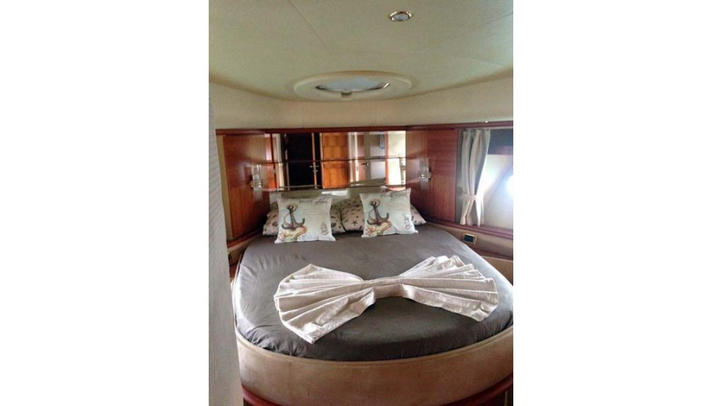 Azimut 62 motor yacht for sale  (8)