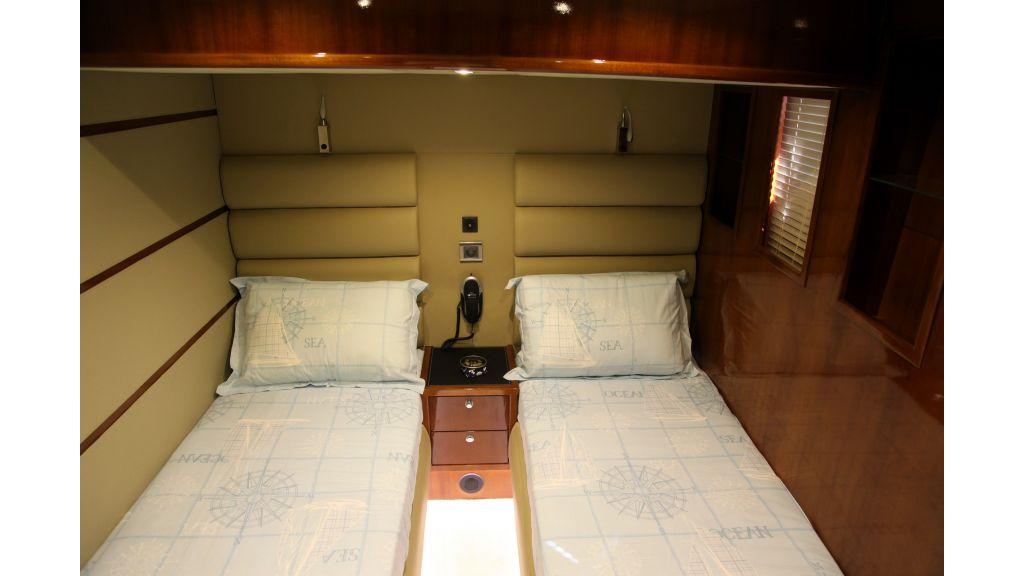 Gose-56-trawler-motor-yacht (4)