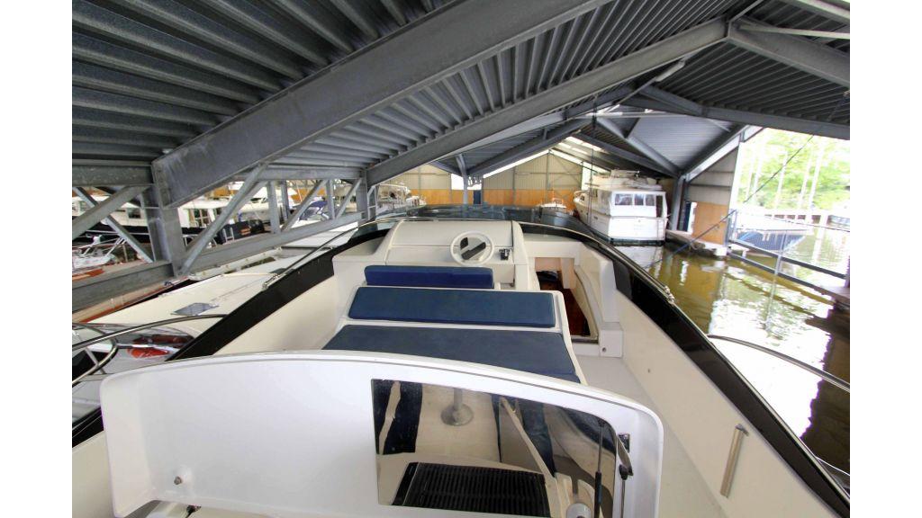 ladenstein-2100-motor-yacht (16)