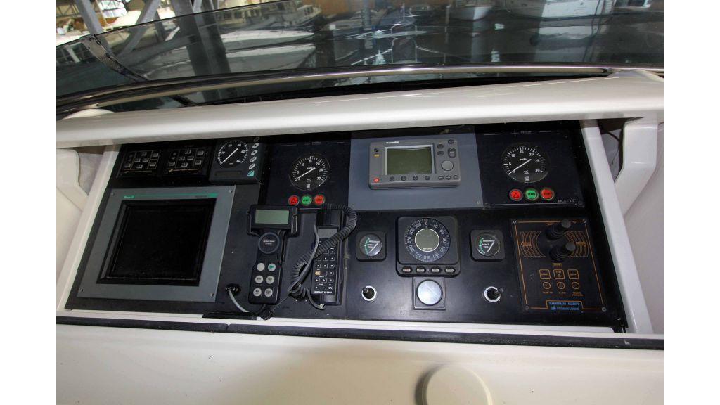 ladenstein-2100-motor-yacht (17)
