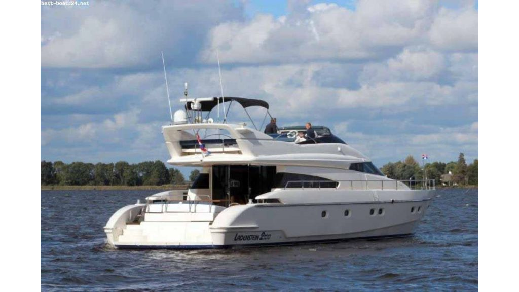 ladenstein-2100-motor-yacht (2)