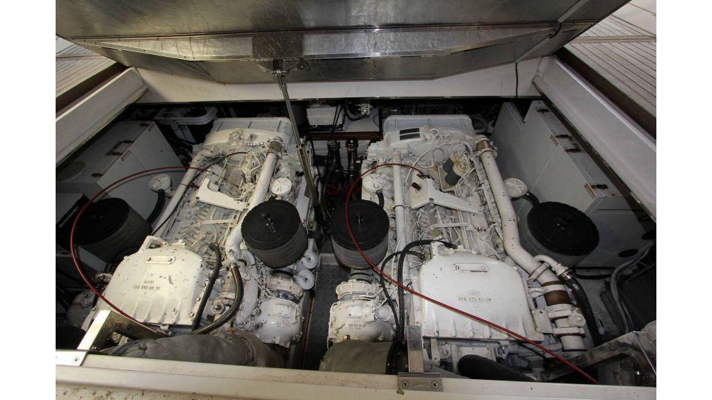 ladenstein-2100-motor-yacht (29)