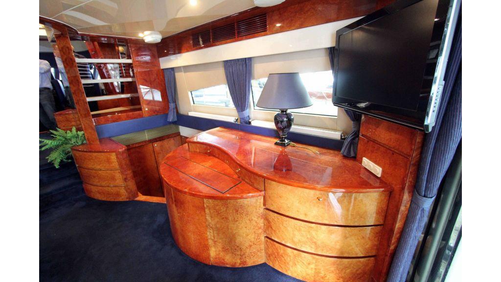 ladenstein-2100-motor-yacht (4)