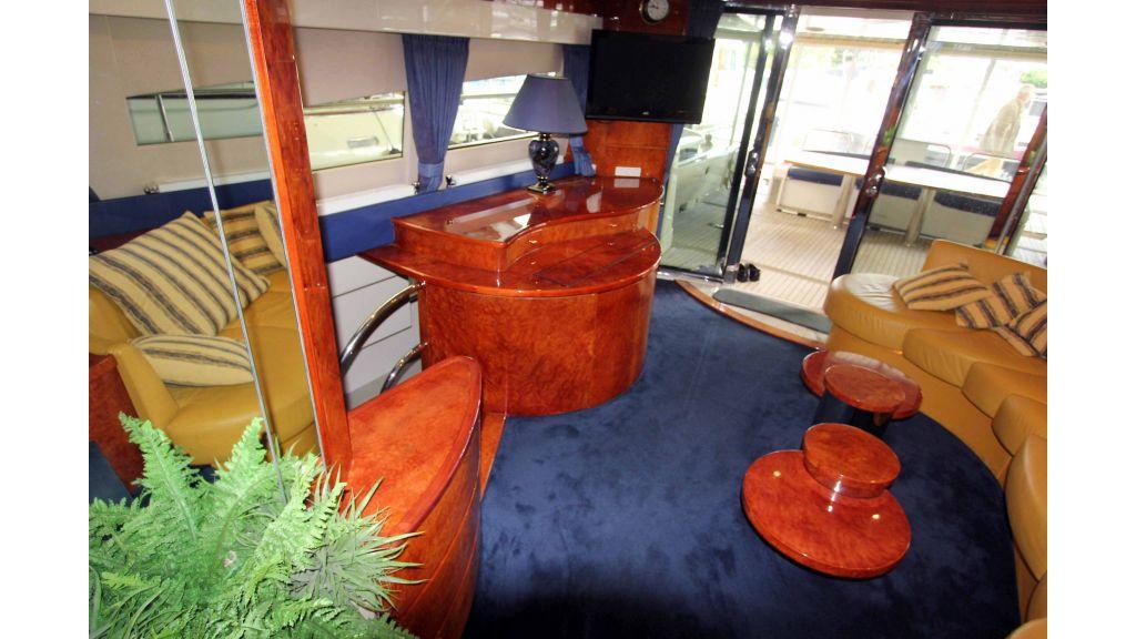 ladenstein-2100-motor-yacht (6)