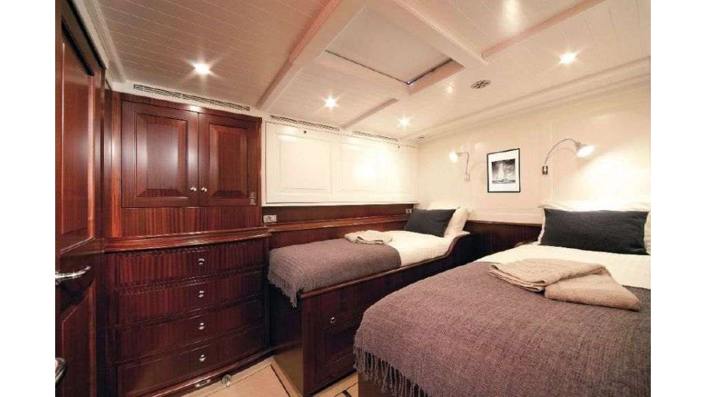 Super Sailing Yacht for sale (12)