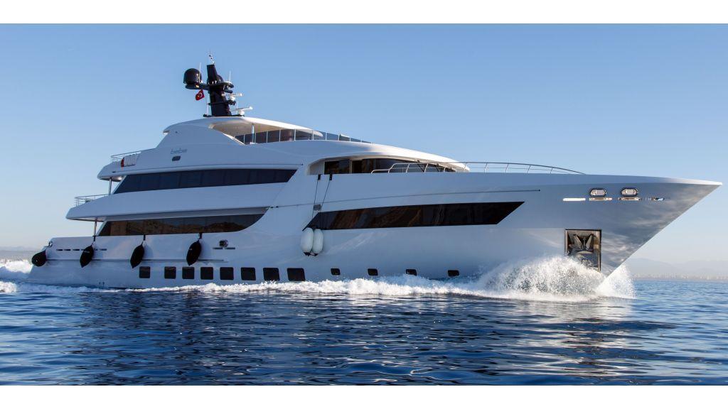 motor-yacht-bebe-01