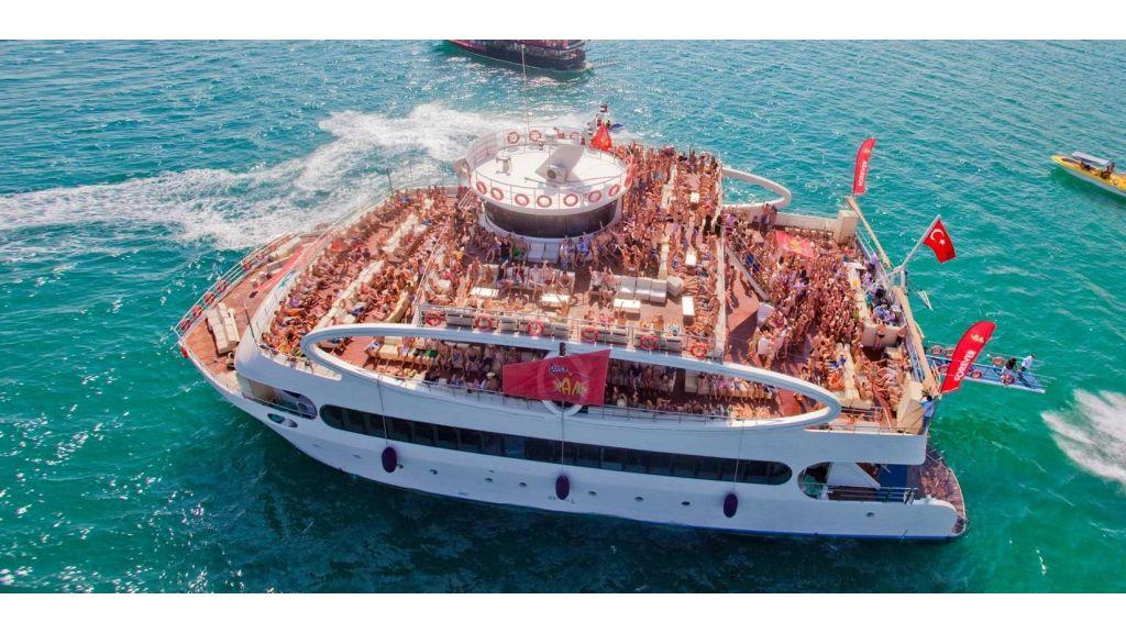 mobydick-large-catamaran-002