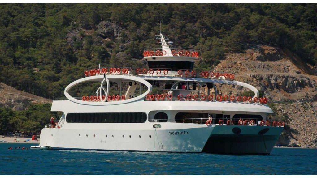 mobydick-large-catamaran-02